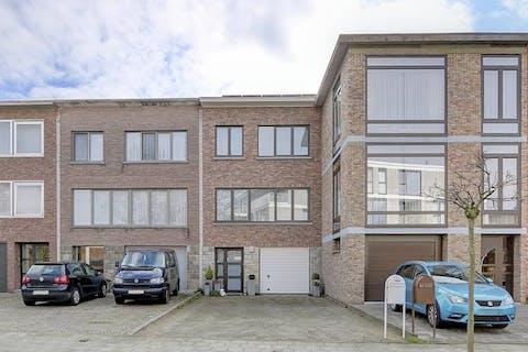 Ruim huis met 3 slaapkamers, bureel, garage en tuin te koop in Hoboken