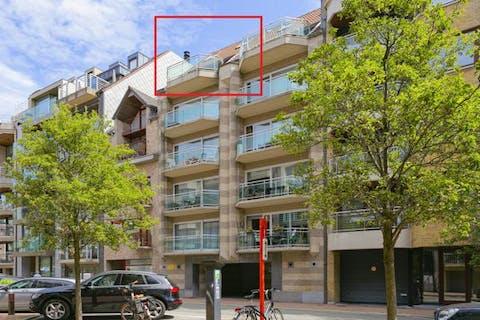 Zonnig penthouse met 2 ruime terrassen en 3 slaapkamers te koop in Knokke