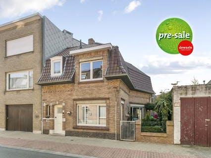 Halfopen huis met 2 slaapkamers en buitenruimte te Sint-Kruis (Brugge)