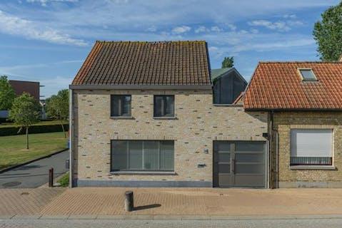 Verzorgde woning met garage en tuin (780 m²) te Bulskamp.