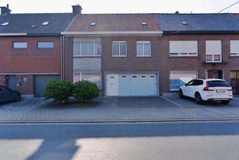 Ruim huis te koop nabij het Sterrebos te Rumbeke.