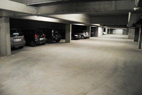 Garage of staanplaats te koop in Veurne.