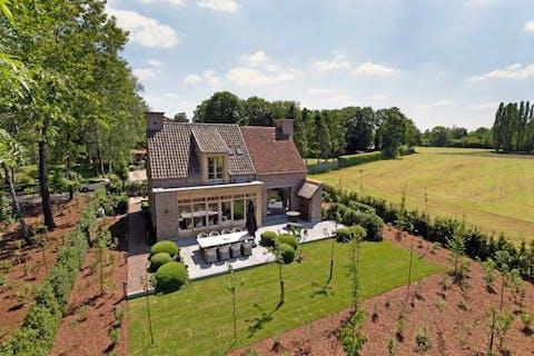Magnifiek exclusief huis te koop in Wuustwezel op de grens met Kalmthout.