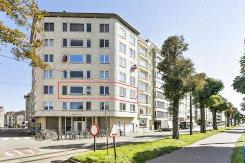 Op te frissen, zonnig appartement met zicht op het Zuidpark in Gent