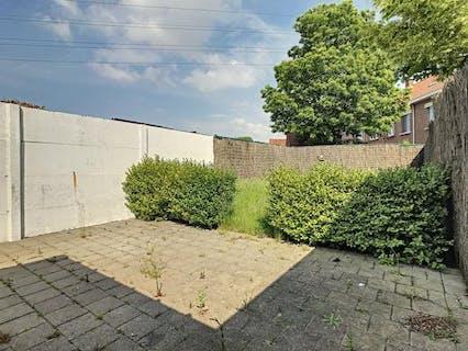 Instapklare woning met 3 slaapkamers en tuin te Roeselare.