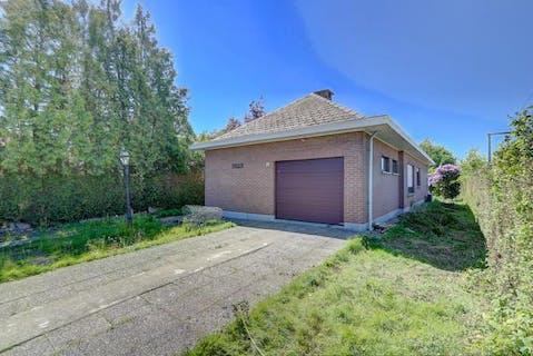 Op te frissen/renoveren vrijstaand huis te koop in Schelle op een grote grond van 613m².
