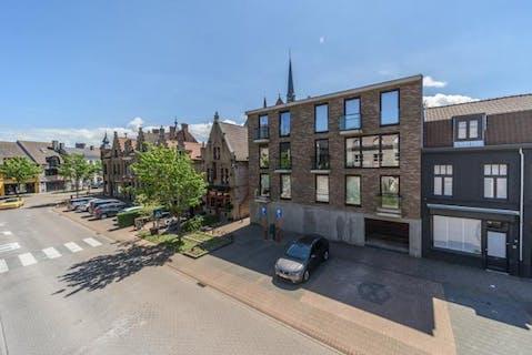 Appartement met 2 slaapkamers en riant dakterras te koop in centrum Veurne
