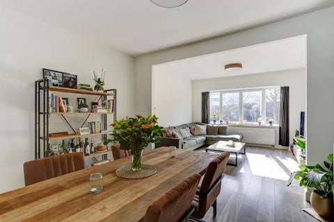 Zeer ruim en licht 1-slaapkamer appartement met grote tuin van 90 m² in Borgerhout!