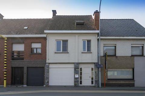 Gerenoveerd huis in het centrum van Waregem met 3 kamers en tuin