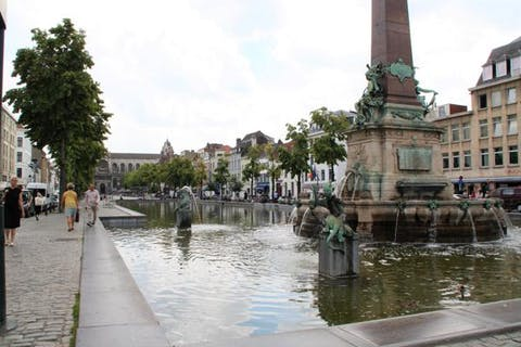 Parking spot at Place Saint-Cathérine!