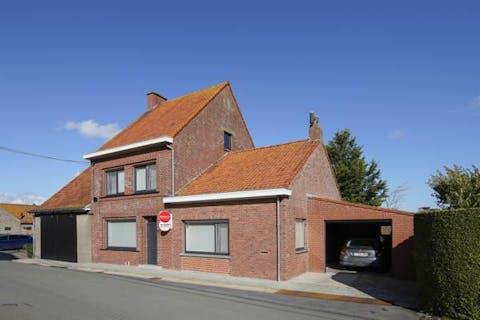 Huis met magazijn te koop in Vleteren