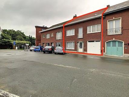 Zeer ruime te renoveren woning met tuin te Mechelen.