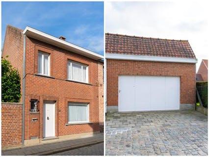Huis met 3 slaapkamers, garage en tuin te koop in centrum Poperinge