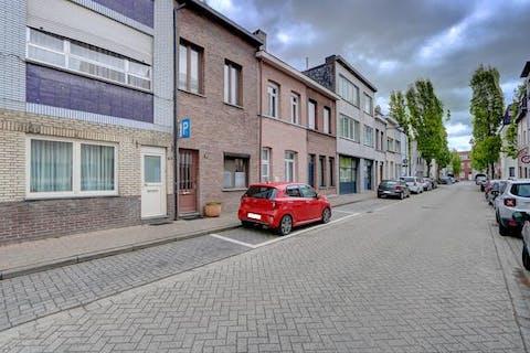 Rijhuis met 3 slaapkamers, zonder tuin in Antwerpen.