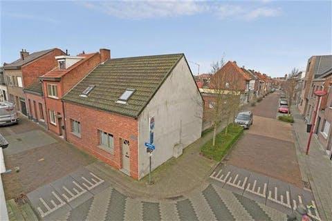 Instapklaar, charmant huis op een terrein van 223m² gelegen te Stabroek