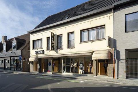 Ruim handelspand met woonst nabij het centrum van Wevelgem.