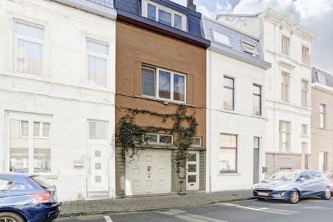 Frisse, gerenoveerde en instapklare woning in Sint-Amandsberg