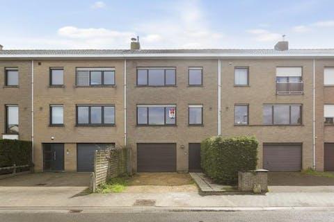 Praktisch huis met 4 slaapkamers, tuin en garage in Sint-Kruis (Brugge)