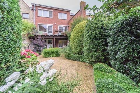 Huis met 3 slaapkamers, garage en tuin in Veurne.
