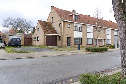 Woning met 3 slaapkamers en zonnige tuin te Roeselare.