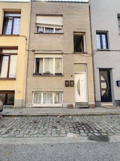 Huis met 4 slaapkamers en bijbouw te Deurne!