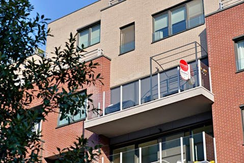 Lichtrijk appartement met 2 terrassen en parking te koop in De Munt.