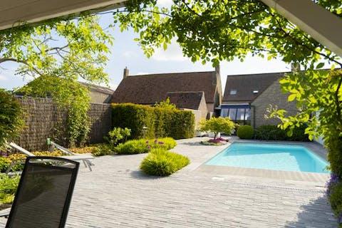 Huis te koop met 5 slaapkamers en zwembad in Westvleteren