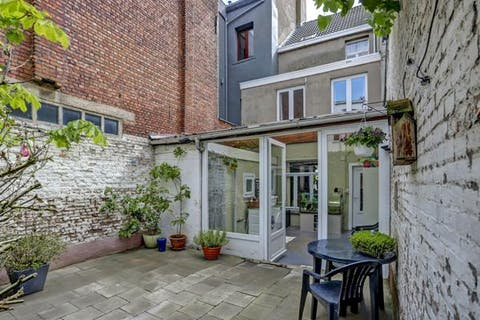 Huis met zuidwest tuin te koop in Borgerhout.