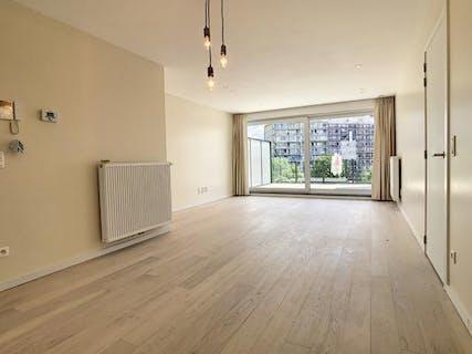 Instapklaar appartement met 2 slaapkamers en terras te Roeselare.