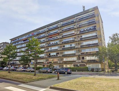 Hoekappartement met 3 slaapkamers en parking in Merksem