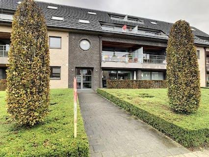 Lichtrijk appartement met 2 slaapkamers, terras en garage