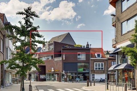 Duplex dakappartement met zonnig terras in het centrum van Temse
