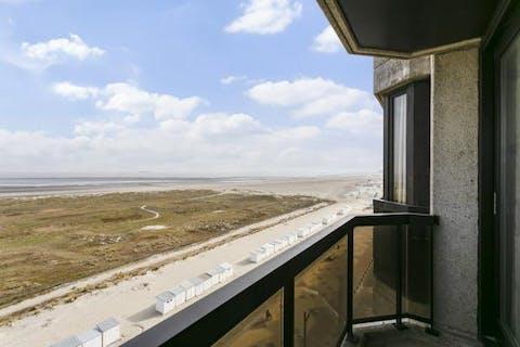 Doorloopappartement met 2 terrassen op de zeedijk van Knokke-Heist