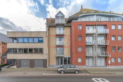 Verzorgd appartement met 2 slaapkamers en garage te koop in Veurne.