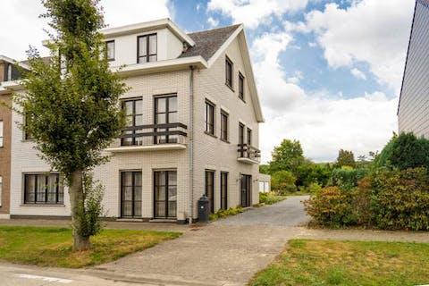 Heel ruim huis te koop met leuke tuin in Oudenaarde!