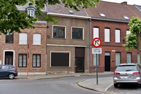 Te renoveren huis te koop in het centrum van Rumbeke.