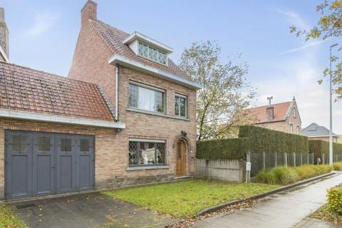 Huis met 3/4 slaapkamers, garage en tuin te Sint-Kruis / Sijsele