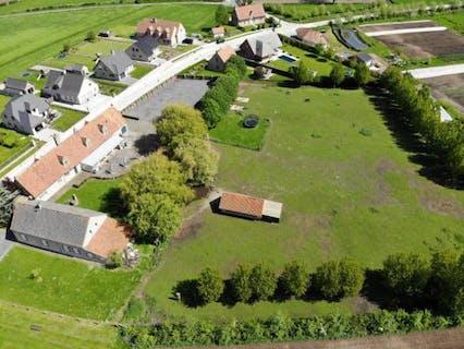 Ruime karaktervolle woning met polyvalent bijgebouw (250 m²) op 9.554 m²