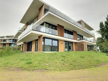 Luxueus afgewerkt appartement met 2 slaapkamers en garage te Roeselare.