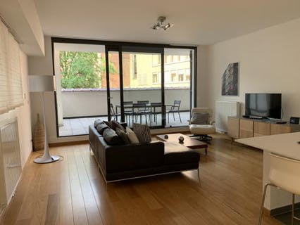 Furnsihed ground floor apartment with 2 bedrooms and exceptional terrace!