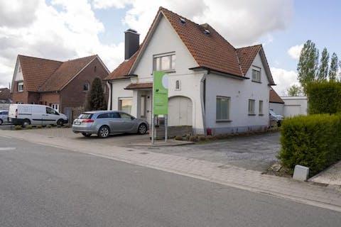 Huis met magazijn te koop in Heule