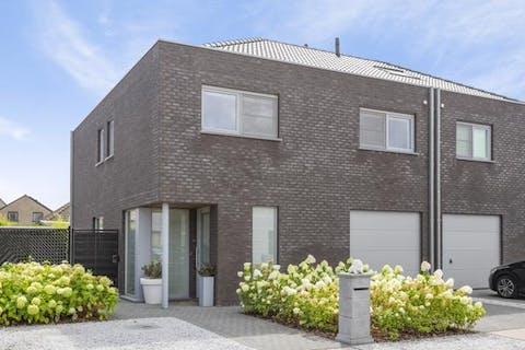 Instapklaar huis in een rustige wijk te Evergem