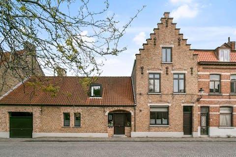 Ruime gezinswoning te koop in centrum Brugge