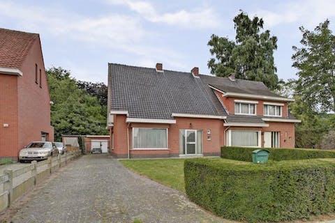 Gezellige woning met 4 slaapkamers en een grote tuin in Wuustwezel te koop!