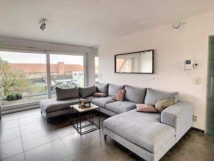 Lichtrijk appartement met ruim terras vlakbij de Grote Markt van Poperinge!