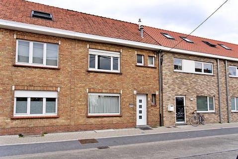 Huis met leuke tuin en 3 slaapkamers te koop in centrum Roeselare.