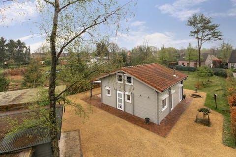 Instapklare chaletwoning met 3 slaapkamers, gelegen op een perceel van ca. 1.441m² in het woonbos van Essen-Wildert!