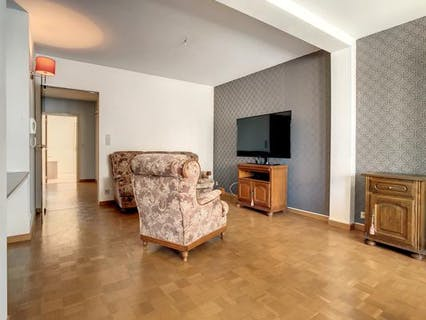 Instapklaar appartement met 2 slaapkamers en terras te Roeselare