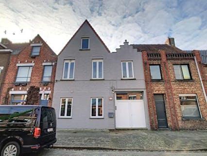 Opbrengsteigendom (volledig verhuurd) te koop bestaande uit 6 studentenkamers in Sint-Michiels, Brugge