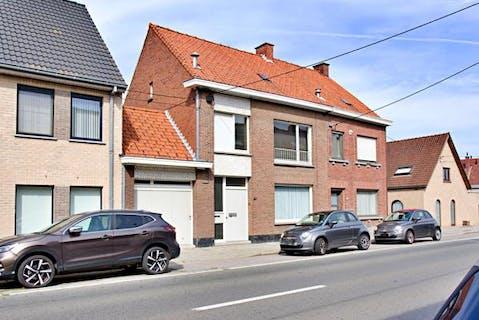 Verrassend ruim huis te koop in centrum Roeselare.